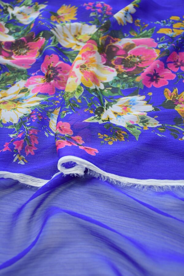 Шифон креш ярко-синий с каймой из цветов (10348) - Фото 10