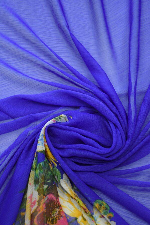 Шифон креш ярко-синий с каймой из цветов (10348) - Фото 9