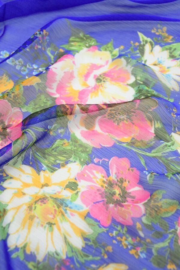 Шифон креш ярко-синий с каймой из цветов (10348) - Фото 11