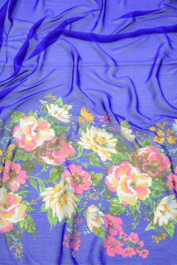 Шифон креш ярко-синий с каймой из цветов (10348) - Фото 6