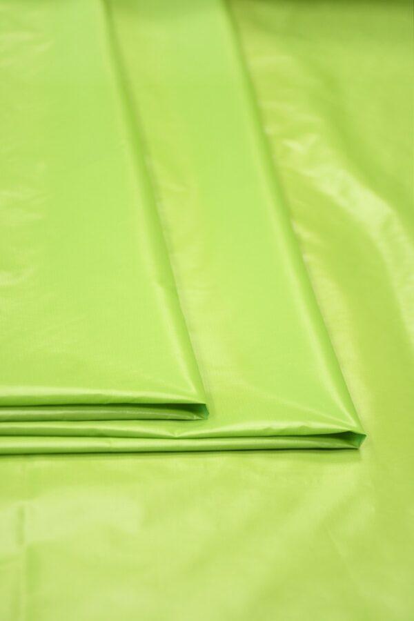 Плащевая ткань салатовая с блеском 3