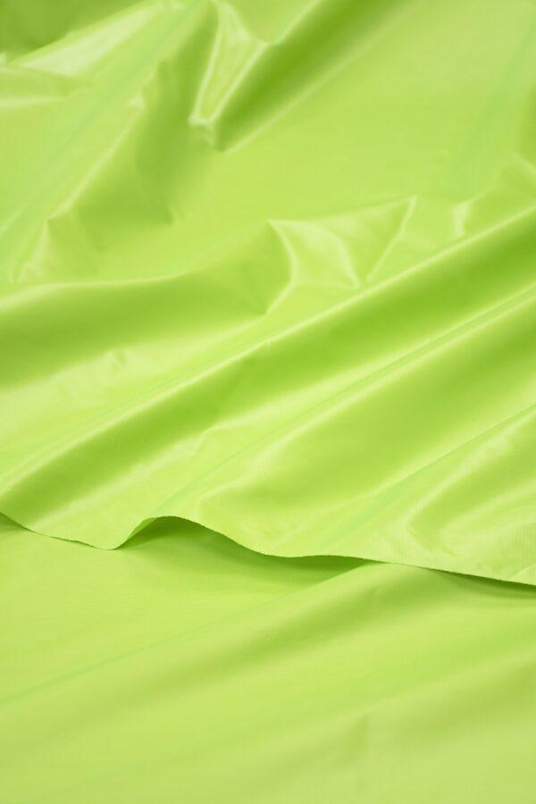 Плащевая ткань салатовая с блеском 4