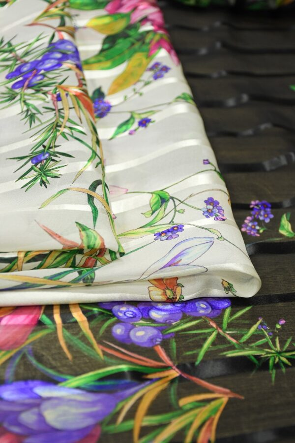 Шифон деворе с яркими цветами и полоской 2