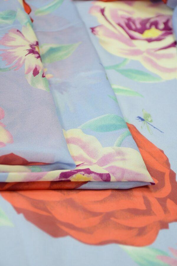 Шифон шелк голубой с красными цветами 2