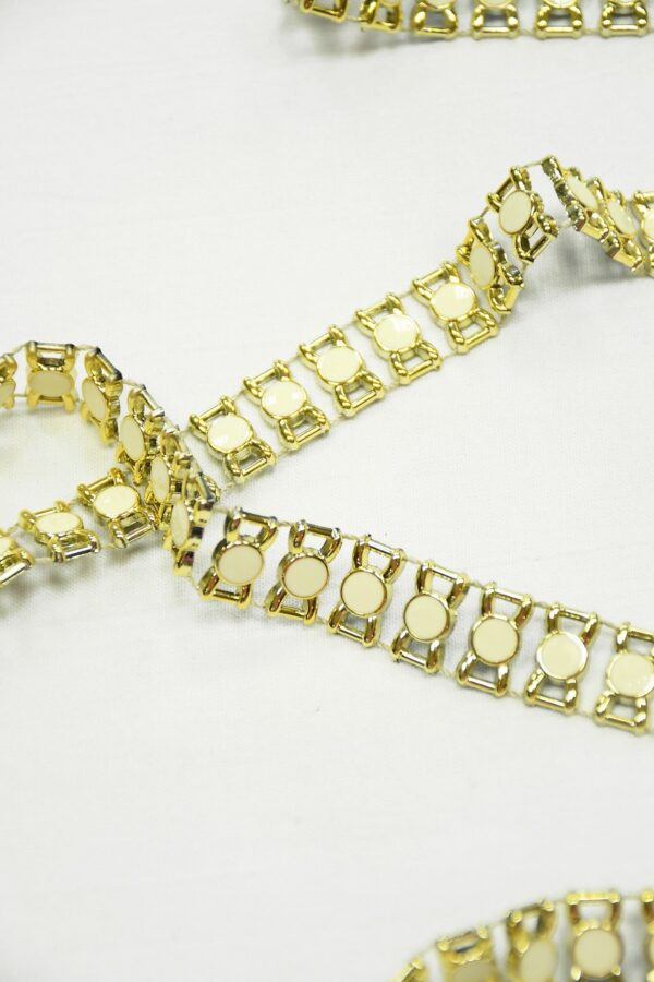Тесьма золотая эмалированные камни в золотой оправе 2