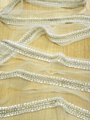 Тесьма с белым бисером и хрустальными стразами на сетке