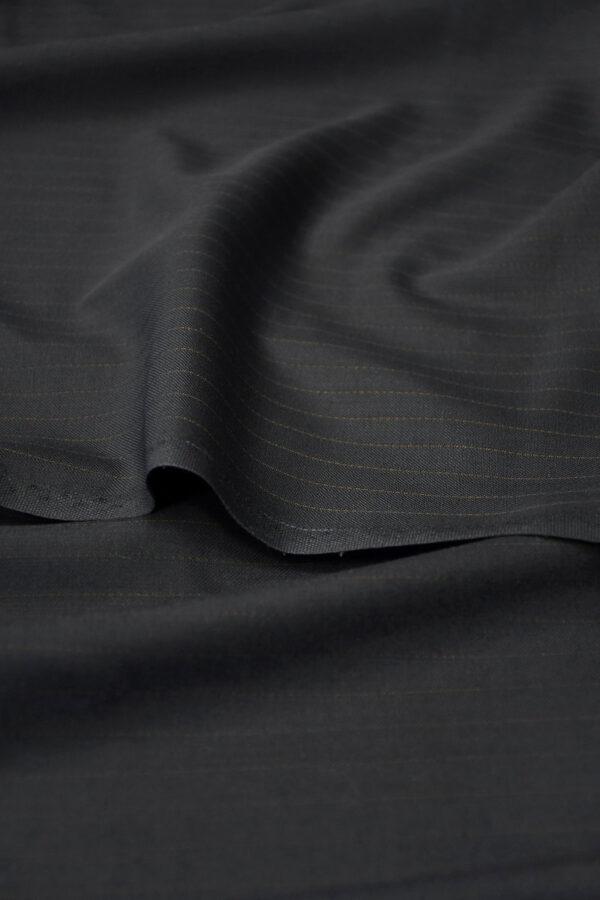 Шерсть черная в коричневую полоску 4