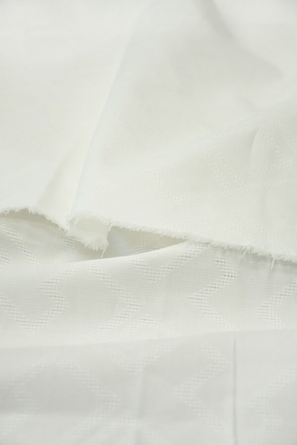 Лен молочно-белый с вышивкой ромбами 4