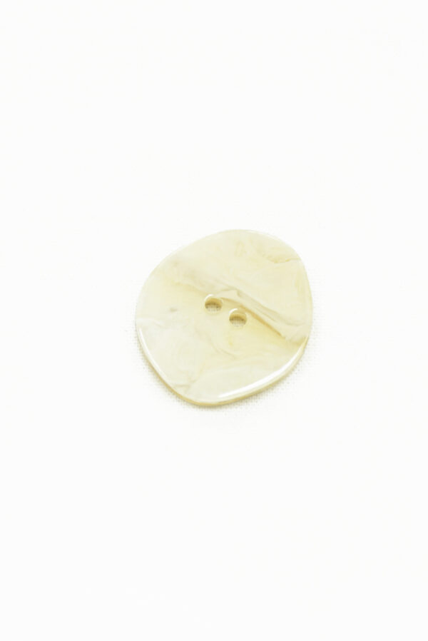 Пуговица пластик молочная с мраморным узором