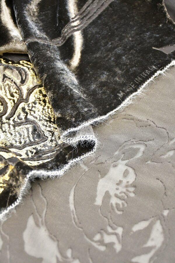 Панбархат графитно-коричневый с золотыми розами (10597) - Фото 9