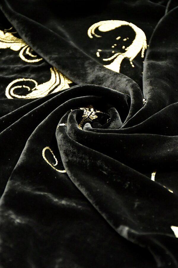 Бархат черный с золотым узором барокко