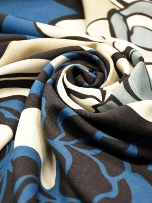Шерсть черный синие и белые розы
